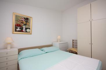Room S-5235-a - Apartments and Rooms Makarska (Makarska) - 5235
