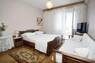 Room S-5235-c - Apartments and Rooms Makarska (Makarska) - 5235