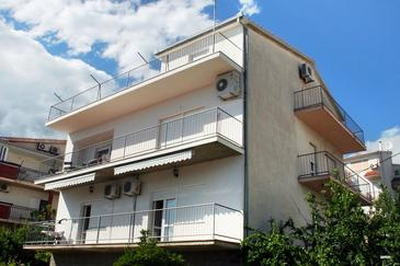 Property Podstrana (Split) - Accommodation 5250 - Apartments with pebble beach.
