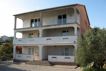 Property Kornić (Krk) - Accommodation 5306 - Apartments with pebble beach.