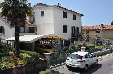 Obiekt Njivice (Krk) - Zakwaterowanie 5311 - Apartamenty blisko morza ze żwirową plażą.