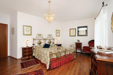 Novi Vinodolski, Bedroom u smještaju tipa room, dopusteni kucni ljubimci.