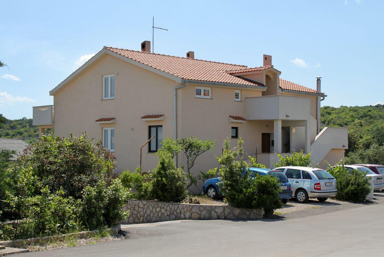 Apartmány s parkoviskom v meste Krk - 5360
