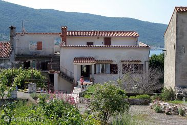 Property Cres (Cres) - Accommodation 5376 - Apartments near sea with pebble beach.