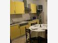 Tribulje, Kitchen u smještaju tipa apartment, WIFI.