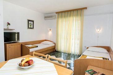 Jadranovo, Dining room u smještaju tipa apartment, dostupna klima i WIFI.