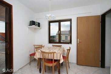 Novi Vinodolski, Dining room u smještaju tipa apartment, dopusteni kucni ljubimci.