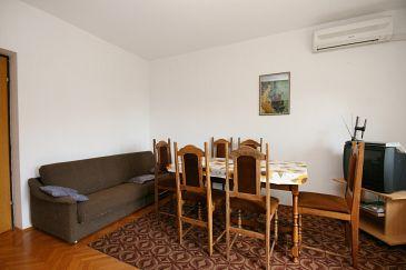 Apartament A-5540-a - Apartamenty Novi Vinodolski (Novi Vinodolski) - 5540