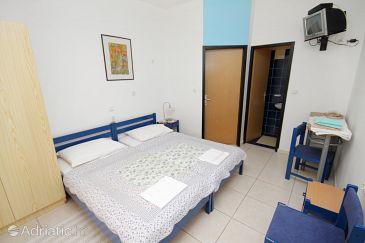 Room S-5545-a - Apartments and Rooms Novi Vinodolski (Novi Vinodolski) - 5545