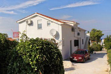 Obiekt Sutivan (Brač) - Zakwaterowanie 5629 - Apartamenty ze żwirową plażą.