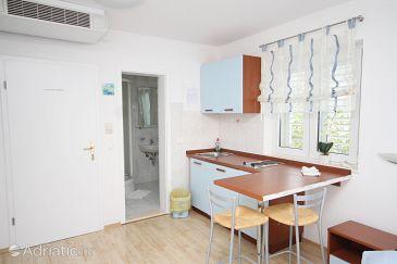 Studio flat AS-5632-d - Apartments Bol (Brač) - 5632