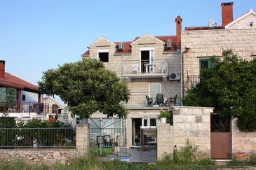 Obiekt Supetar (Brač) - Zakwaterowanie 5665 - Apartamenty ze żwirową plażą.