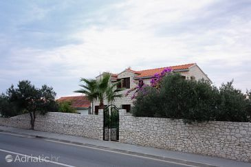Property Supetar (Brač) - Accommodation 5670 - Apartments with pebble beach.