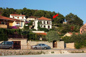 Property Jelsa (Hvar) - Accommodation 5695 - Apartments with pebble beach.