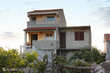 Property Sućuraj (Hvar) - Accommodation 5721 - Apartments near sea with pebble beach.