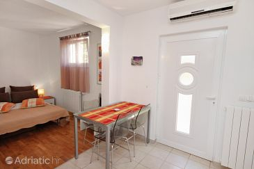 Studio flat AS-5723-a - Apartments Jelsa (Hvar) - 5723