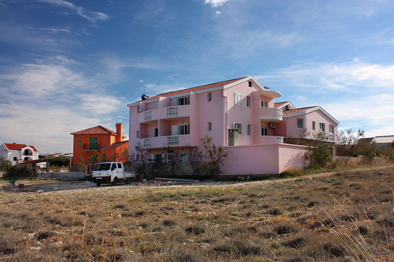 Apartmány s parkoviskom v meste Ražanac - 5766
