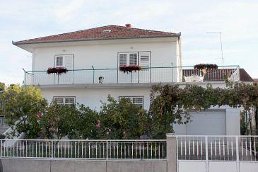 Obiekt Biograd na Moru (Biograd) - Zakwaterowanie 5833 - Apartamenty ze żwirową plażą.