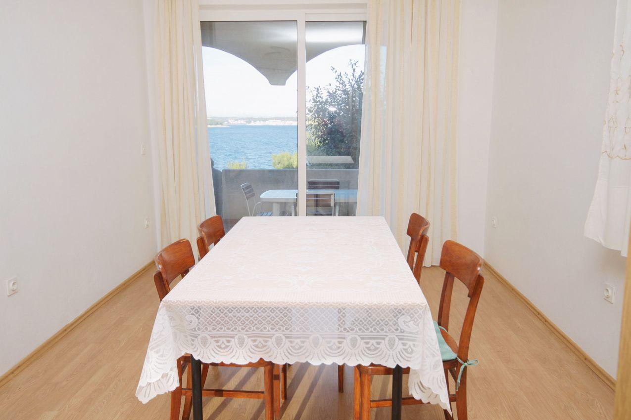 Apartmán na pláži v meste Tkon - 5840