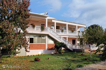Property Sukošan (Zadar) - Accommodation 5888 - Apartments with pebble beach.