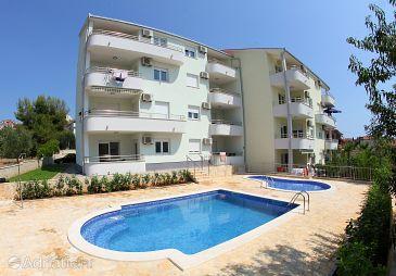 Property Okrug Gornji (Čiovo) - Accommodation 5962 - Apartments near sea with pebble beach.