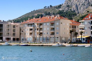 Property Omiš (Omiš) - Accommodation 6073 - Apartments near sea with sandy beach.