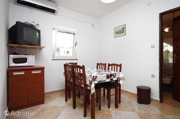 Bibinje, Dining room u smještaju tipa apartment, dostupna klima i WIFI.