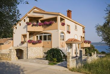 Property Posedarje (Novigrad) - Accommodation 6194 - Apartments near sea with pebble beach.