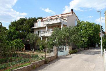 Obiekt Pirovac (Šibenik) - Zakwaterowanie 6280 - Apartamenty blisko morza ze żwirową plażą.