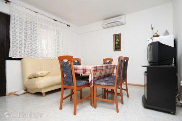 Povljana, Dining room u smještaju tipa apartment, dostupna klima, dopusteni kucni ljubimci i WIFI.