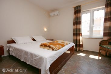 Room S-6303-a - Apartments and Rooms Stara Novalja (Pag) - 6303