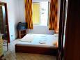 Pag, Bedroom u smještaju tipa studio-apartment, dostupna klima, dopusteni kucni ljubimci i WIFI.