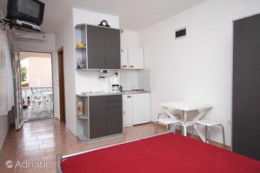 Povljana, Dining room u smještaju tipa studio-apartment, dopusteni kucni ljubimci.