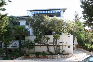 Property Mandre (Pag) - Accommodation 6515 - Apartments near sea.