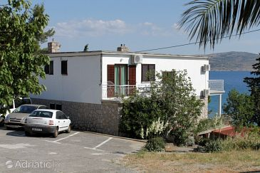 Property Starigrad (Paklenica) - Accommodation 6533 - Apartments near sea.