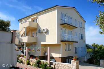 Property Mandre (Pag) - Accommodation 6582 - Apartments with pebble beach.