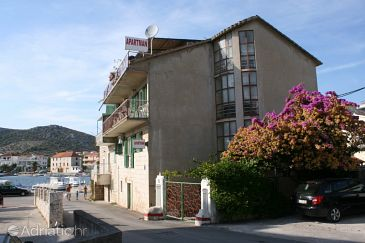 Seget Vranjica, Trogir, Property 6597 - Apartments blizu mora with pebble beach.