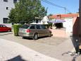 Parking lot Starigrad (Paklenica) - Accommodation 6605 - Apartments with pebble beach.