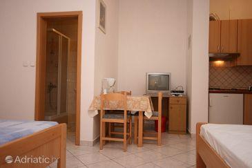 Starigrad, Dining room u smještaju tipa studio-apartment, dostupna klima i WIFI.