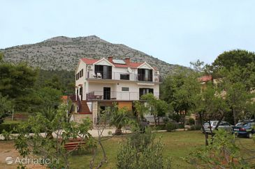 Starigrad, Paklenica, Property 6627 - Apartments and Rooms blizu mora.