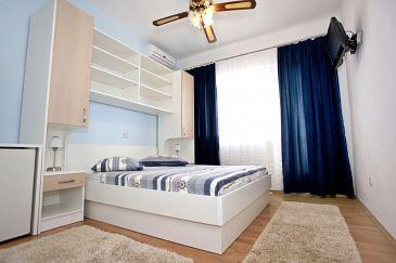 Room S-6643-a - Apartments and Rooms Makarska (Makarska) - 6643