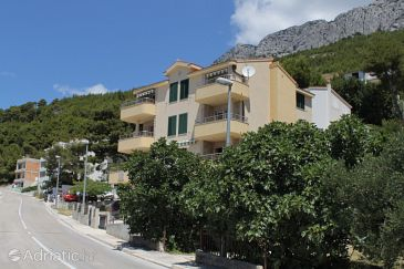 Property Baška Voda (Makarska) - Accommodation 6718 - Apartments near sea with pebble beach.