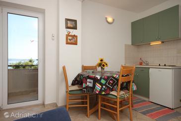 Podgora, Dining room u smještaju tipa apartment, dostupna klima, dopusteni kucni ljubimci i WIFI.