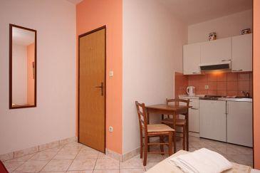Sućuraj, Dining room u smještaju tipa studio-apartment, dopusteni kucni ljubimci i WIFI.