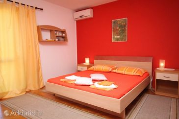 Room S-6759-a - Apartments and Rooms Makarska (Makarska) - 6759