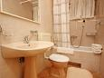 Bathroom 1 - Apartment A-6767-b - Apartments and Rooms Makarska (Makarska) - 6767