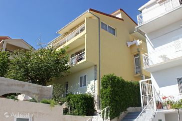 Property Makarska (Makarska) - Accommodation 6767 - Apartments and Rooms with pebble beach.