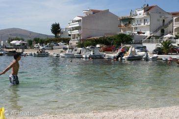 Property Okrug Gornji (Čiovo) - Accommodation 6795 - Apartments near sea with pebble beach.
