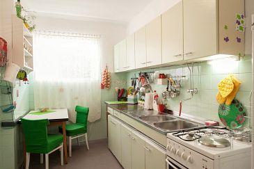 Makarska, Kitchen u smještaju tipa apartment, dopusteni kucni ljubimci i WIFI.