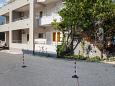 Parking lot Makarska (Makarska) - Accommodation 6814 - Apartments with pebble beach.